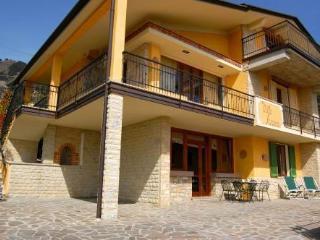 Suite Arianna, in Villa singola vista lago e Wi-fi - Tignale vacation rentals