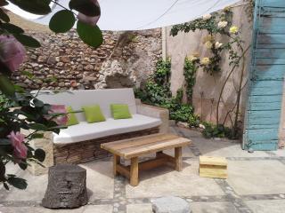Chambre Côté Cour B&B VILLA FONTILHA Languedoc - Usclas-d'Herault vacation rentals