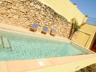 Bright 4 bedroom Castellet i la Gornal House with Internet Access - Castellet i la Gornal vacation rentals