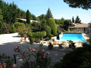 Cozy 1 bedroom Remoulins Gite with Internet Access - Remoulins vacation rentals