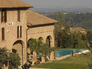 Spacious 6 bedroom Salsomaggiore Terme Villa with Internet Access - Salsomaggiore Terme vacation rentals