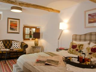 Valle de Lunas - Red Moon Suite - Orgiva vacation rentals