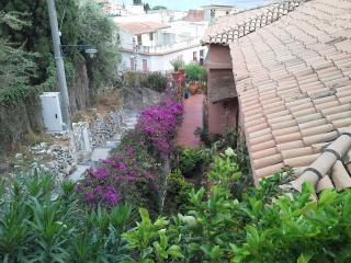 Taormina Cosy appartment Sarina - Ali Terme vacation rentals