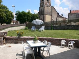 Charming Gite with Internet Access and Television - Chablis vacation rentals