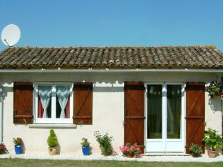 Perfect Gite with Internet Access and Satellite Or Cable TV - Saint Pardoux-Isaac vacation rentals