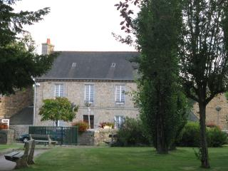 Lovely House with Internet Access and Satellite Or Cable TV - Pedernec vacation rentals