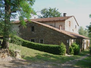 Alto Mugello Originale appartamento in casa isolat - Firenzuola vacation rentals