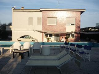 Bilocale in villa con piscina a Lido di Savio - Lido Di Savio vacation rentals