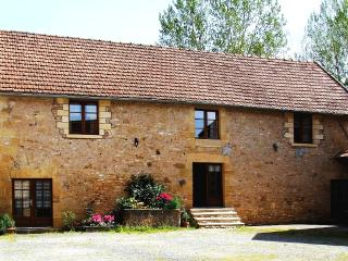 7 Bedroom House w/ Pool Sleeps 15 Dordogne Fishing - Aubas vacation rentals