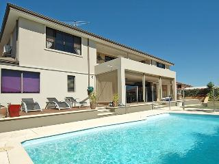 Bright 5 bedroom House in Mullaloo with Internet Access - Mullaloo vacation rentals