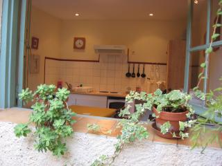 Charming Condo with Short Breaks Allowed and Wireless Internet in Pezenas - Pezenas vacation rentals