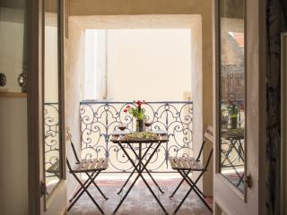 Maison des Fleurs, Thezan des Corbieres, Languedoc - Thezan-des-Corbieres vacation rentals