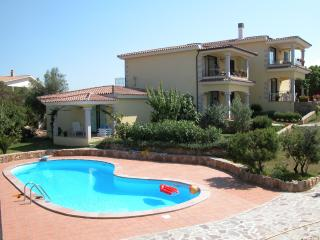 Appartamento in residence con piscina - San Teodoro vacation rentals