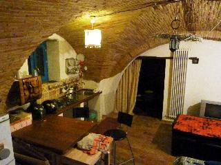 Bright 2 bedroom Lanciano Cave house with Internet Access - Lanciano vacation rentals