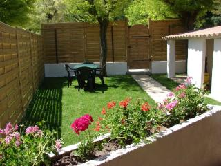 Bright Gite in Aubagne with Short Breaks Allowed, sleeps 4 - Aubagne vacation rentals