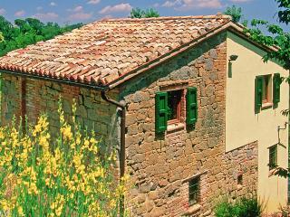 Romantic 1 bedroom Amandola Farmhouse Barn with Internet Access - Amandola vacation rentals