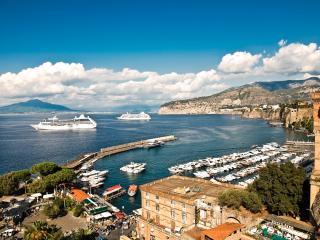 APPARTAMENTO PORTO B - Sant'Agata sui Due Golfi vacation rentals