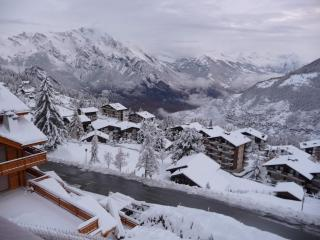 Bright 5 bedroom La Tzoumaz Ski chalet with Deck - La Tzoumaz vacation rentals