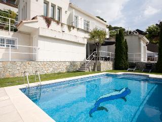 Full Sea Views Villa With Pool, BBQ, Cinema & Gym - Alella vacation rentals