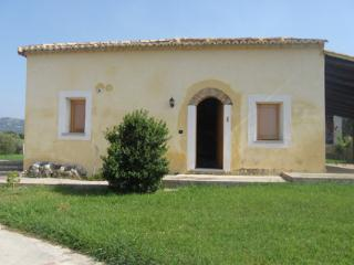 1 bedroom Farmhouse Barn with Washing Machine in Briatico - Briatico vacation rentals