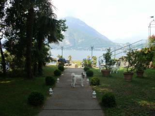 ...il giardino sul lago. B & B - Varenna vacation rentals