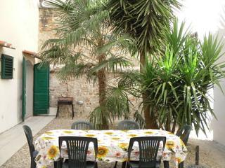 Three bedroom apartment with lovely private garden, central Florence location - Florence vacation rentals