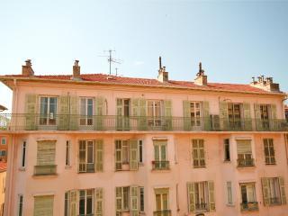 Luxury 2 Bedroom Apartment in Fantastic Location - Nice vacation rentals