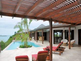 The Long House, waterfront house with a pool - Willikies vacation rentals