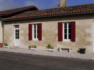Nice Gite with Television and Microwave - Lesparre-Medoc vacation rentals