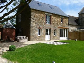 Charming Cottage with Internet Access and Microwave - Plouer sur Rance vacation rentals