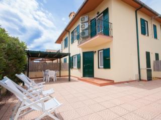 Beautiful 2 bedroom Pula Villa with A/C - Pula vacation rentals