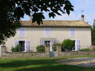 4 bedroom House with Satellite Or Cable TV in Brioux-sur-Boutonne - Brioux-sur-Boutonne vacation rentals