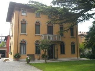 Romantic 1 bedroom Pordenone Penthouse with Internet Access - Pordenone vacation rentals