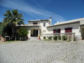 Perfect Villa with Parking Space and Television - Quelfes vacation rentals