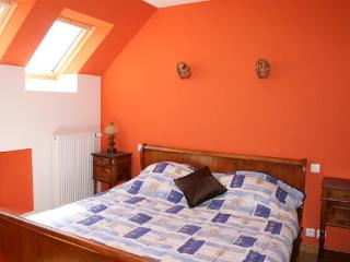 Comfortable 2 bedroom Farmhouse Barn in Fougeres with Internet Access - Fougeres vacation rentals