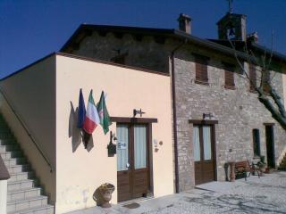 Cozy 2 bedroom Farmhouse Barn in Gualdo Tadino - Gualdo Tadino vacation rentals