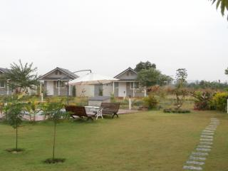 6 bedroom Bungalow with Internet Access in Kham Sakaesaeng - Kham Sakaesaeng vacation rentals