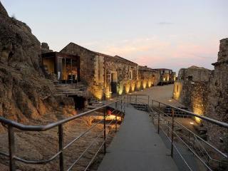Mare,sole,spiaggia e la magia di un Borgo Medieval - Calatabiano vacation rentals
