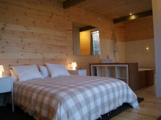 Comfortable 1 bedroom Outes Tree house with Internet Access - Outes vacation rentals