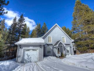 Lake Tahoe Cottage with Jacuzzi Hot Tub ~ RA680 - South Lake Tahoe vacation rentals
