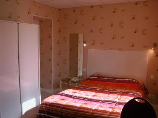 10 bedroom Gite with Internet Access in Neris-les-Bains - Neris-les-Bains vacation rentals