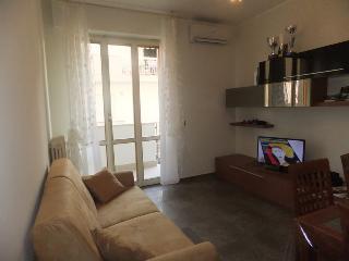 Romantic 1 bedroom Roseto Degli Abruzzi Apartment with Dishwasher - Roseto Degli Abruzzi vacation rentals