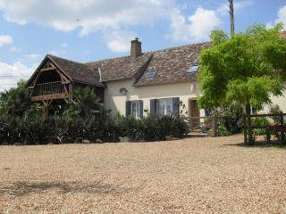 Les Cheres Meres Annexe. Free B/fast,wifi,parking - Le Mans vacation rentals