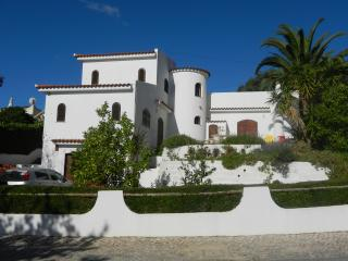 Beautiful Villa with Internet Access and A/C - Quelfes vacation rentals