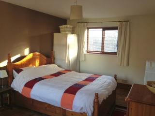 3 bedroom Bed and Breakfast with Internet Access in Caergwrle - Caergwrle vacation rentals