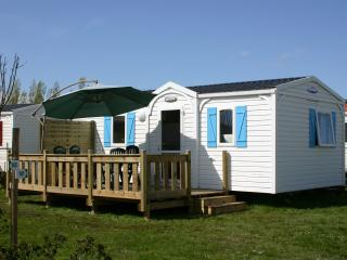 Nice Caravan/mobile home with Internet Access and Swing Set - Soulac-sur-Mer vacation rentals