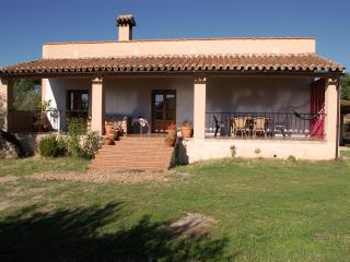 Lovely House with Outdoor Dining Area and Washing Machine - Montanchez vacation rentals