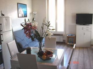 Amazing 1 Bed Apartment in the old town of Antibes - Antibes vacation rentals