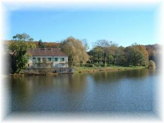 beautiful lakeside house .Allier . Auvergne. - Lurcy-Levis vacation rentals