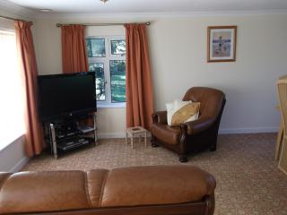Charming 2 bedroom Cottage in Kilsyth with Internet Access - Kilsyth vacation rentals